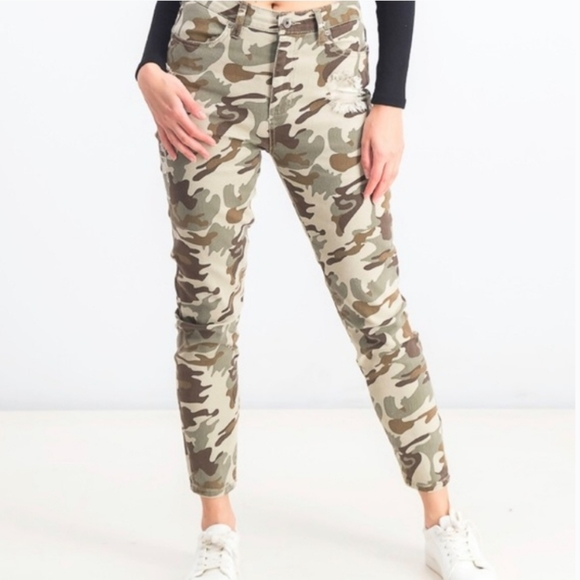 NWT KENDALL & KYLIE MOM JEAN HI RISE CAMO JEANS